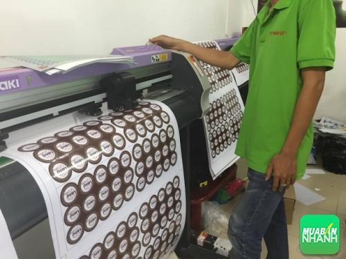 Khi in tem decal, các công ty in ấn thường sử dụng máy bế Mimaki hiện đại nhất bế thành phẩm đẹp, đúng kích thước theo yêu cầu khách hàng